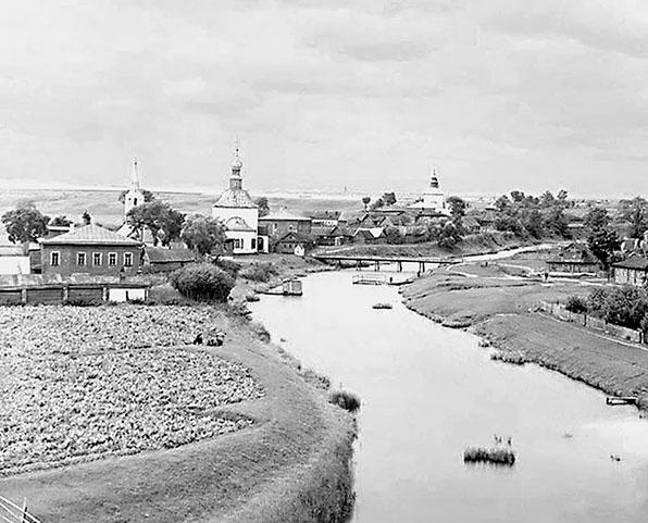 Вид Суздаля с колокольни Ризположенского монастыря. Фотография С.М. Прокудина-Горского. 1911 г.
